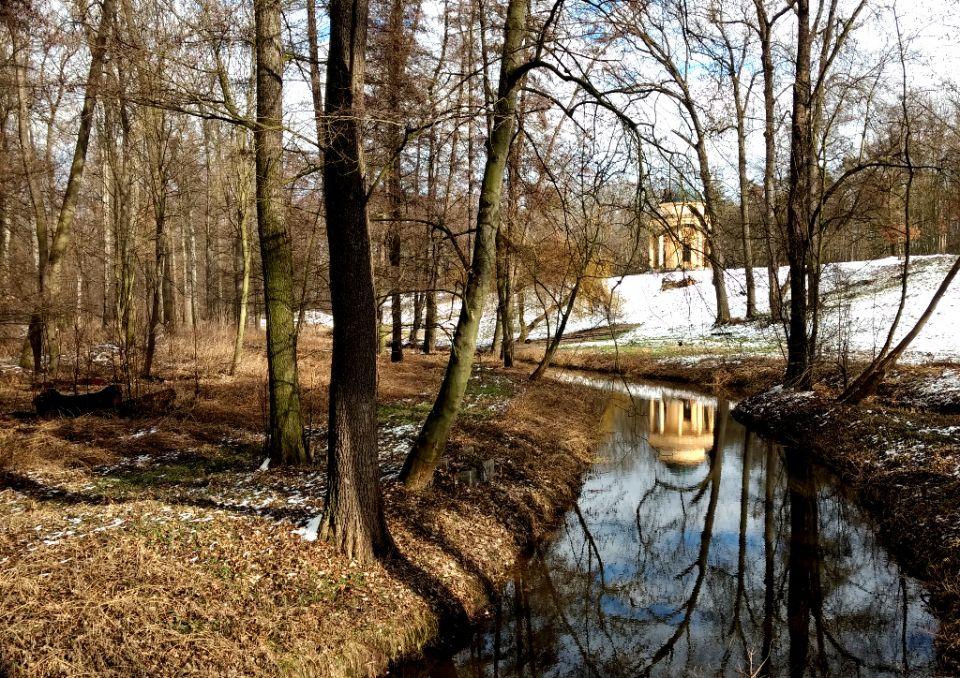 Romantical view of Mlýnský potok, Vltava river, castle Veltrusy, Czechia. Czech river guide:<br />https://www.horydoly.cz/vodaci/zimni-plavba-po-potoce-okolo-zamku-veltrusy.html